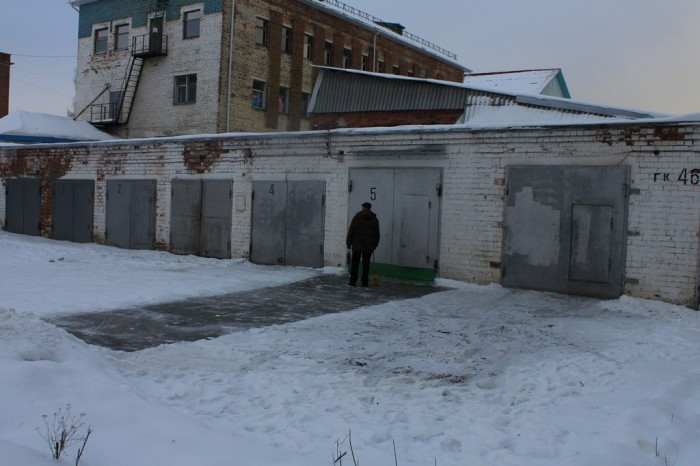 Чистка снега перед гарожом