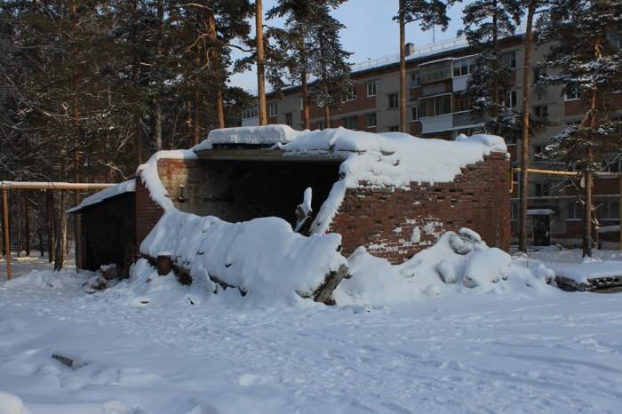 Разрушенное здание около Гагарина 9