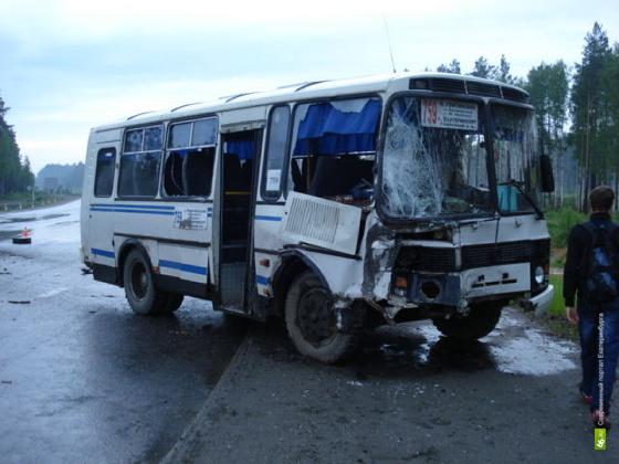 Под Белояркой столкнулись «Газель» и Рефтинский автобус