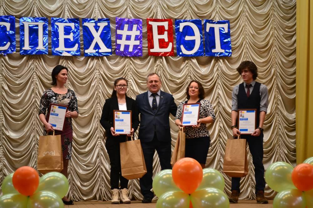 Энел Россия поздравила с праздником будущих коллег и вручила сертификаты на корпоративные именные стипендии